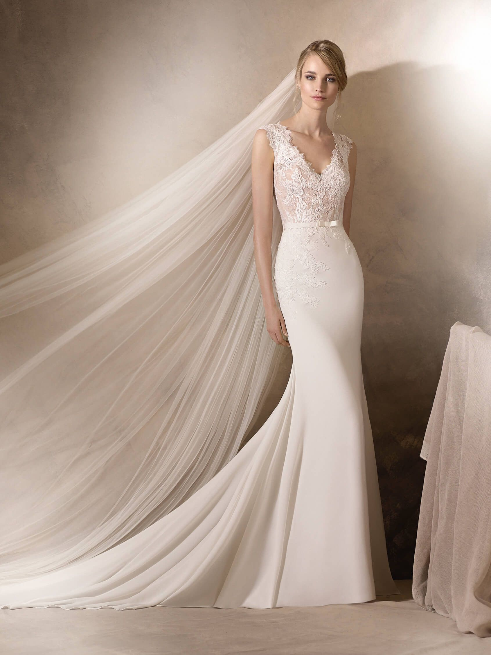 This wedding dress in crepe and Chantilly and lace work on