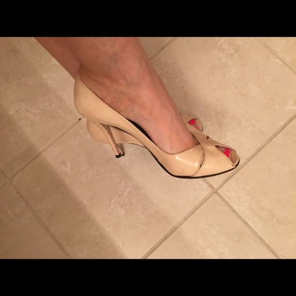 Stuart Wetzman Chitchat patent leather heels Extremely comfortable, wear it all day long! Kept very clean. Few scratches on the leather by heels, but not noticeable. Very cute on! Stuart Weitzman Shoes Heels
