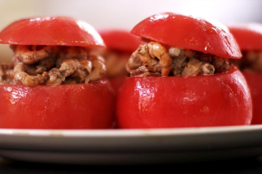 Het recept voor de enige echte tomaat-garnaal wil Jeroen puur houden. Dit gerecht vraagt niet om fantasietjes. Kies in de eerste plaats voor de beste basisproducten. Maak alles zorgvuldig en met liefde klaar en het resultaat zal elke tafelgast zeer goed bevallen. Dan komen ze ongetwijfeld terug voor méér