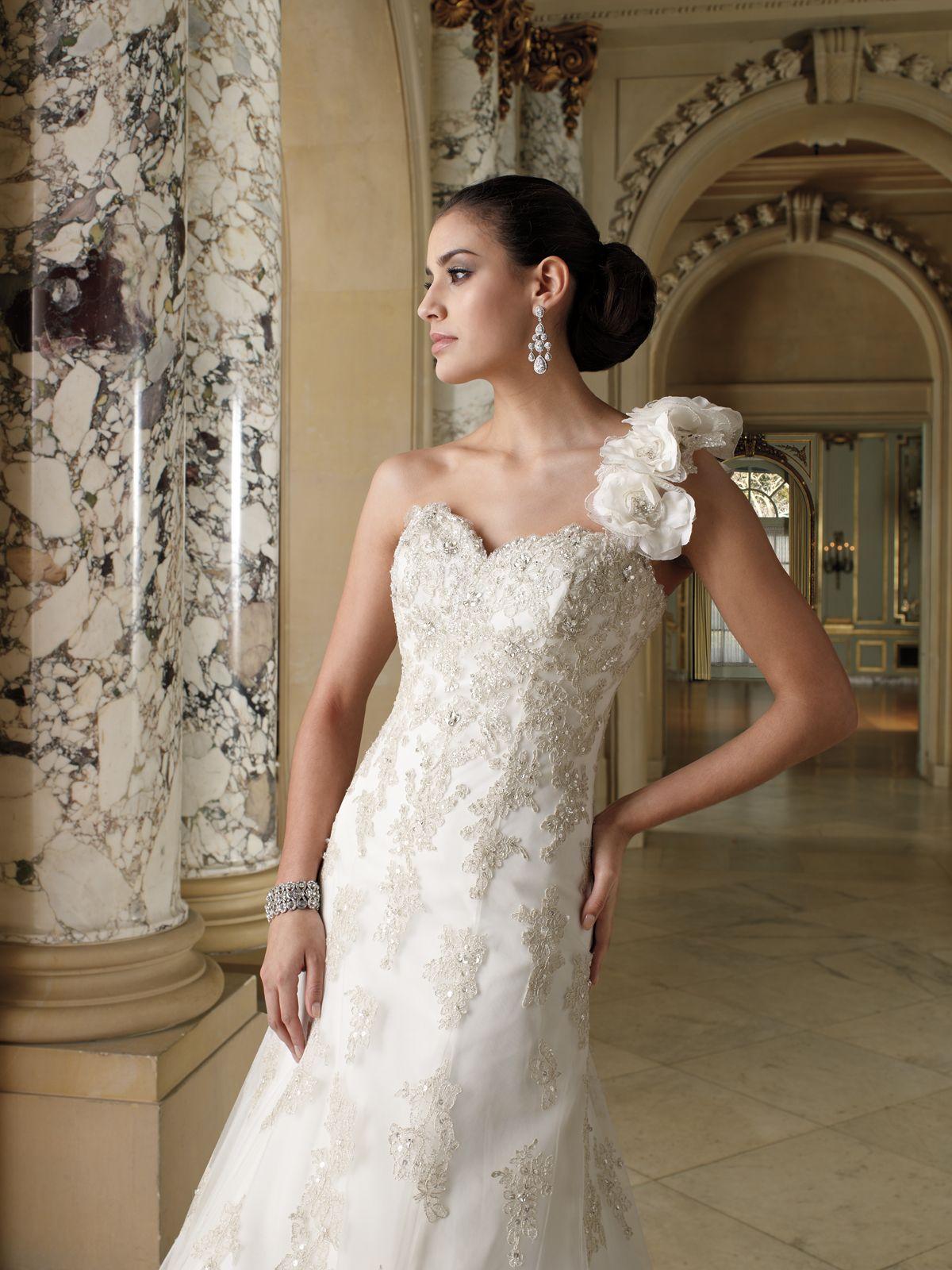 Oneshoulder lace and tulle aline gown detachable single shoulder