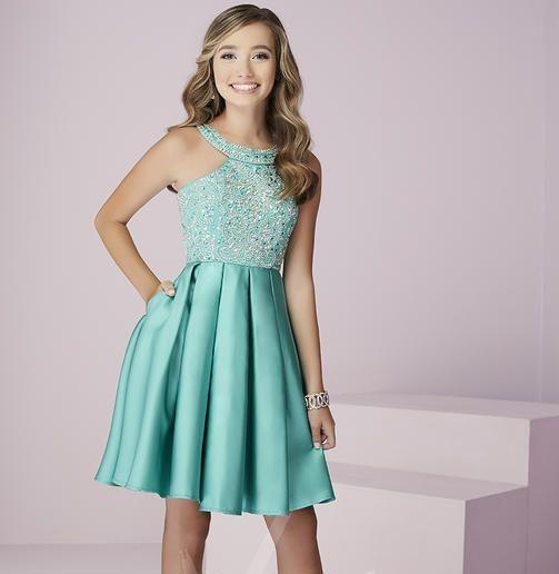 a2f3d03ee6668 Mezuniyet Elbise Modelleri Yeşil Kısa Halter Yaka Pileli Saten Etek Boncuk  İşlemeli