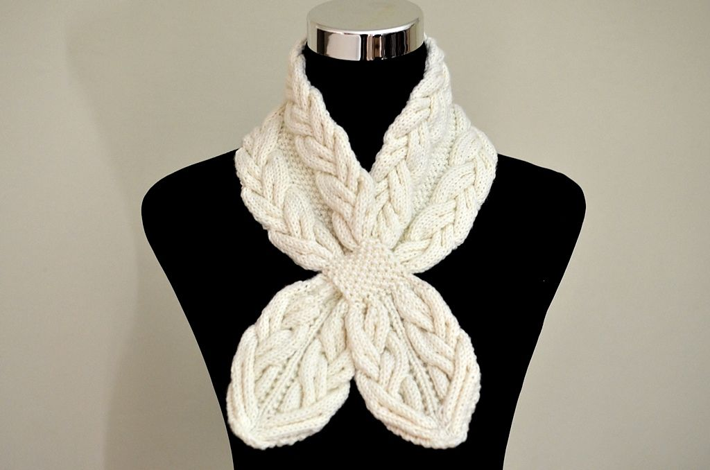 Milky White Cables Scarf pattern by Christy Hills   Tejido