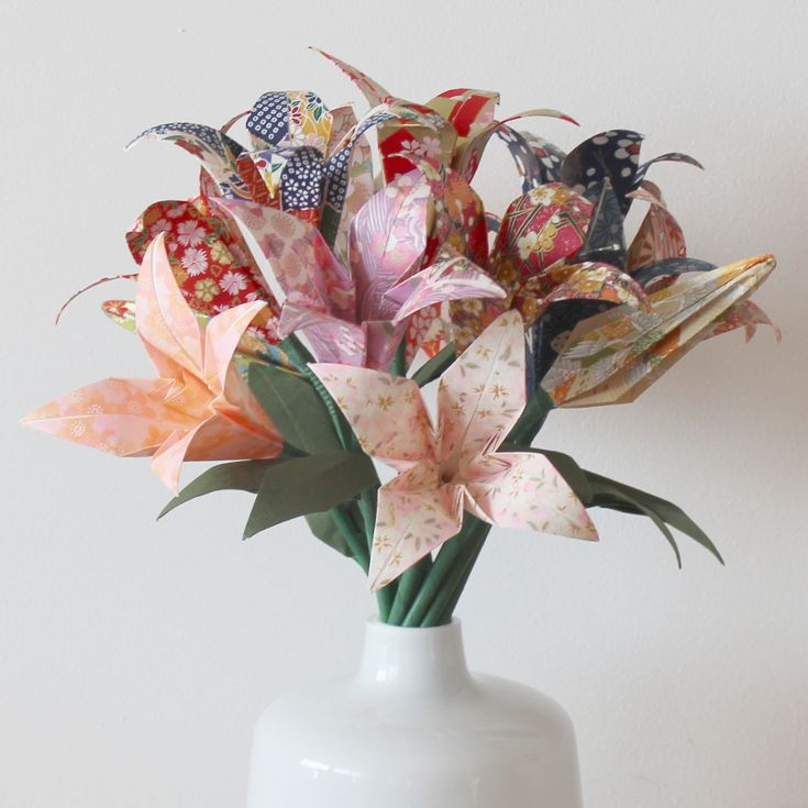 Origami Deko origami lilien aus japanpapier washi origami deko für zuhause