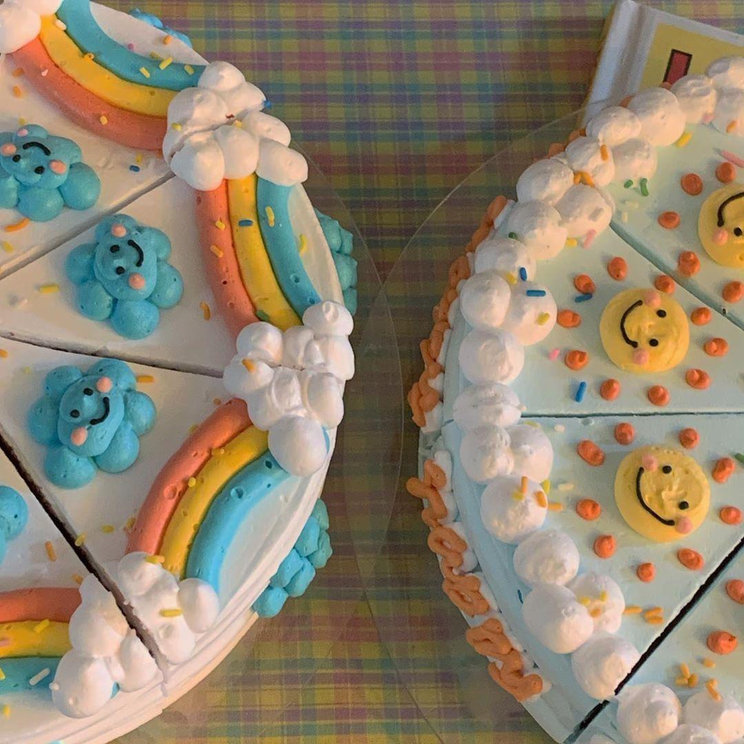 """부산 케이크 카페, 굿투씨유(상표등록중) on Instagram: """"내일은 마틸다초코, 레드벨벳 케이크 준비되어있습니다🌈☁️ - - - - - 굿투씨유의 창작 디자인입니다 도용을 금합니다🙅🏻♀️"""""""