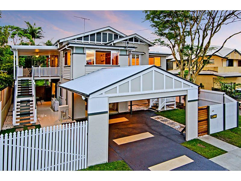 House facade ideas exterior house design and colours for Front door queenslander