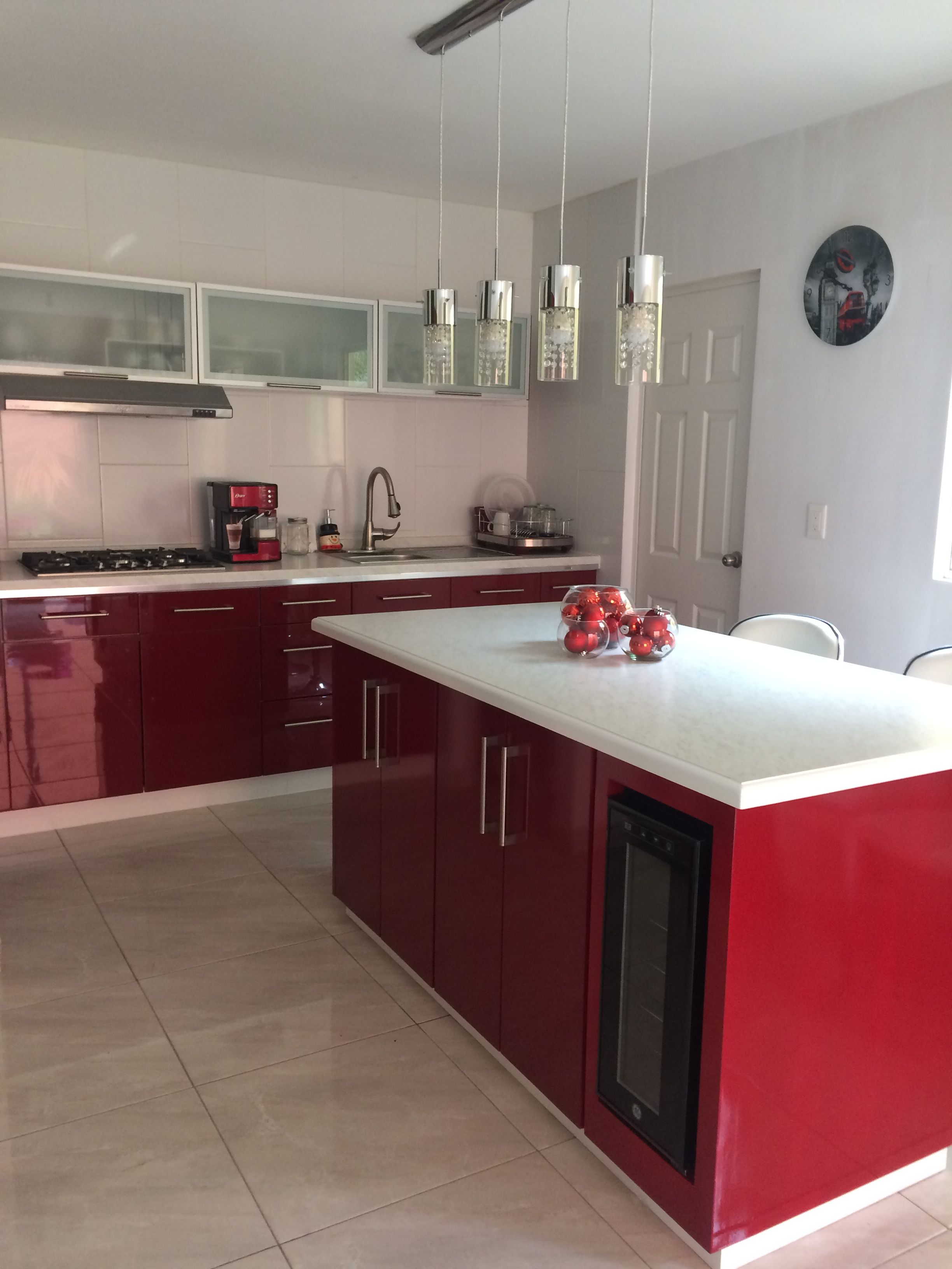 Red kitchen Cocina roja rojo candelabro decoracion decoration moderno inspiración
