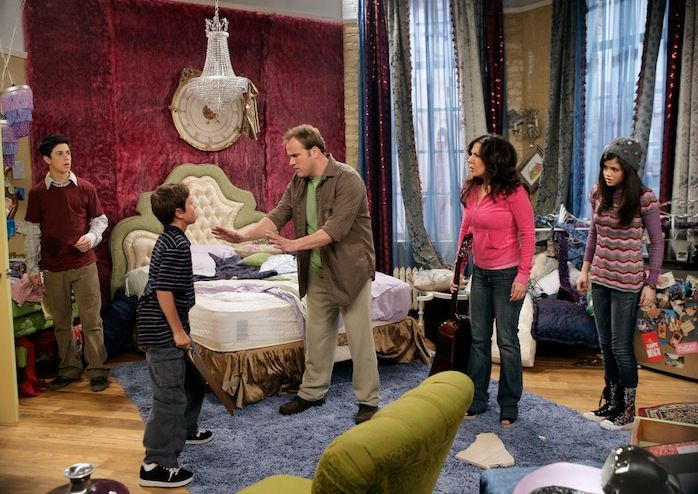 Steal Alex Russo's Cute and Quirky Bedroom From 'Wizards of