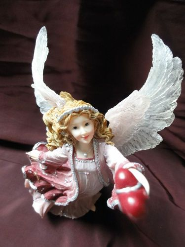 """Sold $19.98 Boyd's Collection CHARMING ANGELS Alayna Guardian of of Love Figurine   • Edition/pc 2E/3257 of 6000, Style No. 282314  • """"Pure love is a willingness to give without a thought of receiving anything in return."""" Peace Pilgrim Condition: Very Good. She has no markings, no cracks, and no chips. Sorry, original box is not included."""