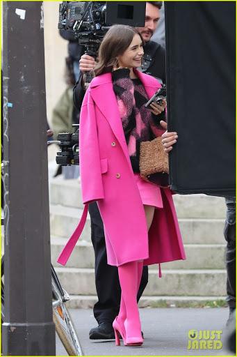 Emily In Paris Pesquisa Google Em 2020 Icones De Estilo Estilo Audrey Hepburn