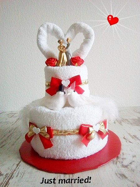 wedding cake from towels golden wedding cake gift to the golden wedding red white bride and. Black Bedroom Furniture Sets. Home Design Ideas
