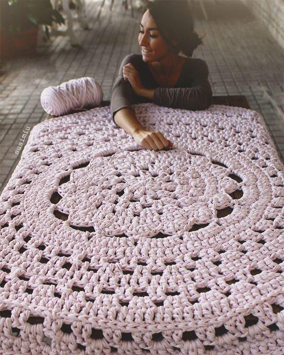 Alfombra de trapillo modelo Flor Central, en rosa palo | Ganchillo ...