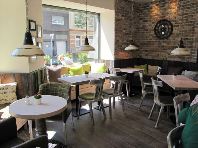 Klein Aber Fein Einrichtung Backerei Cafe Im Vintage Style Stuhlfabrik Schnieder Ludinghausen Cafe Einrichtungen Kleines Cafe Design Cafe