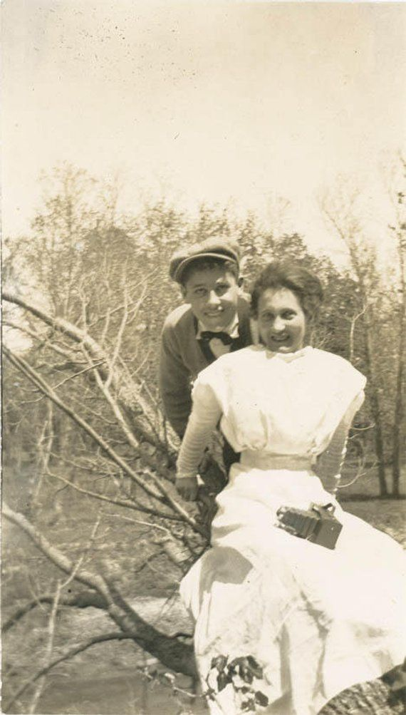 Vintage Photo 1920 Young Couple Sit In Tree She Fold Out Brownie Kodak Camera In Lap Vintage photo 1920 Young Couple Sit in Tree She Fold Out Brownie Kodak Camera in Lap Brownie brownie kodak camera