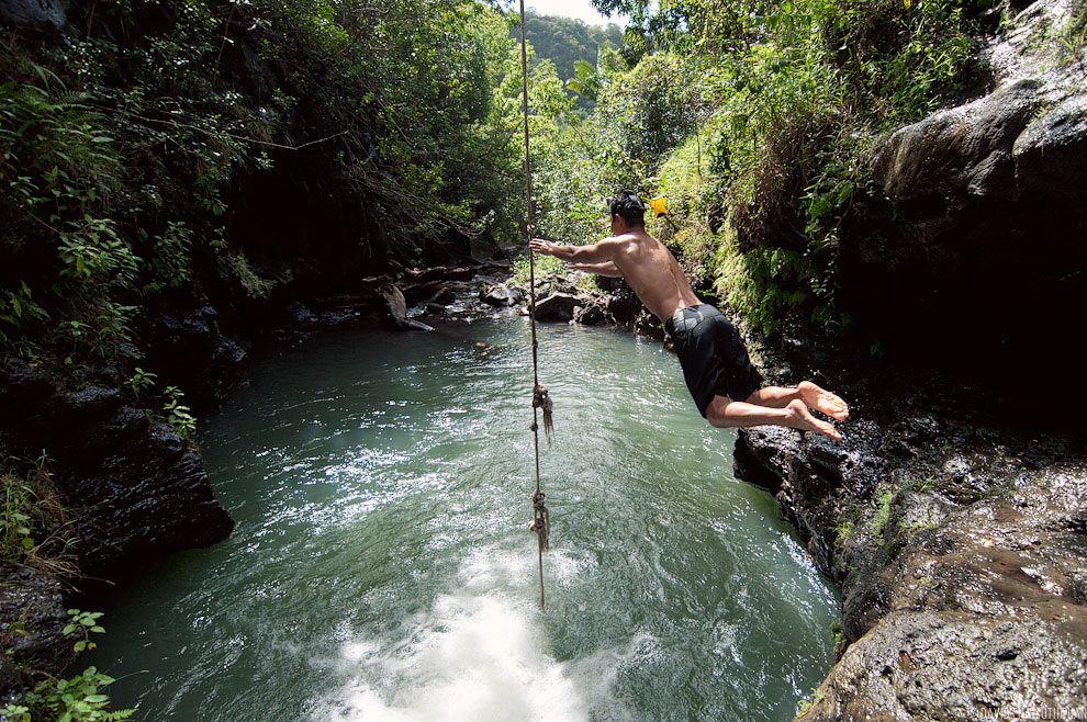 Rope swing at Waimano Falls