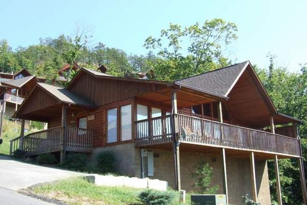 Rent Our 1 Bedroom 2 Bath Cabin In The Smokey Mountains In Pigeon Forge Tn Located Behind