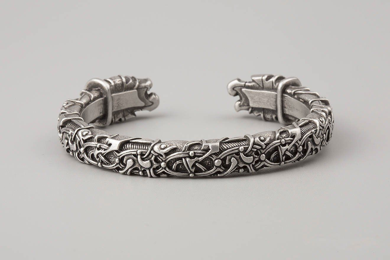 Pewter bracelet with odinus ravens heads oseberg style in