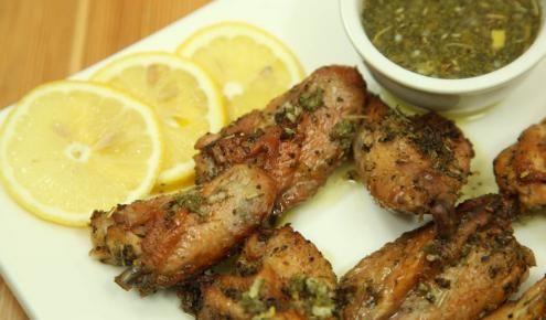 طريقة عمل أجنحة الدجاج بصلصة الليمون Chicken Wings With Lemon Sauce Middle East Recipes Recipes Cooking