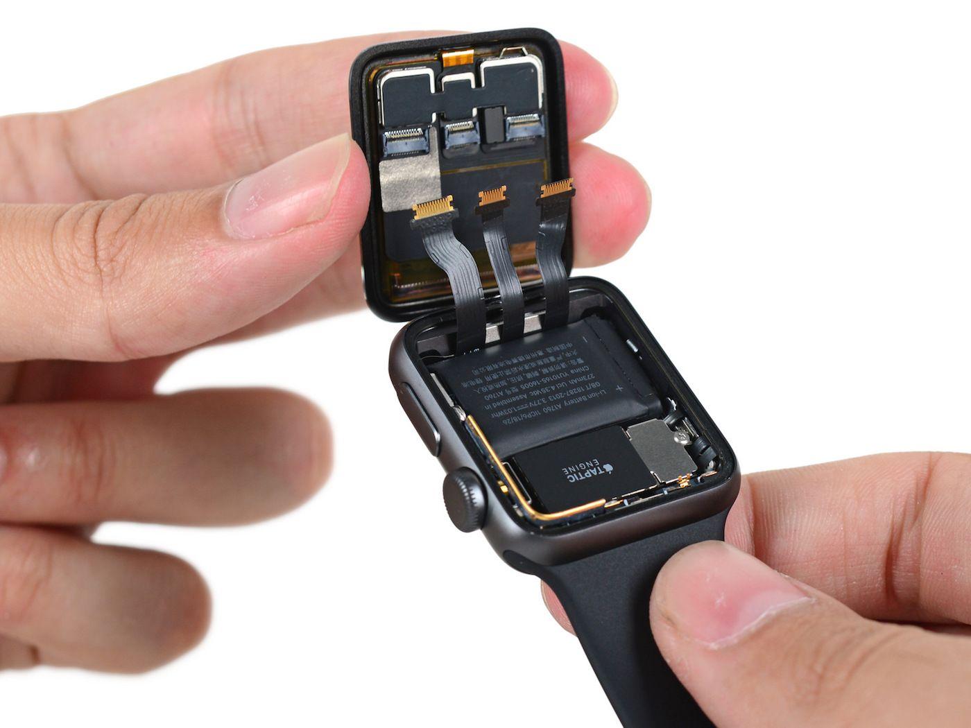 Démontage de lApple Watch Series 2 : plus grosse batterie et meilleure résistance à leau