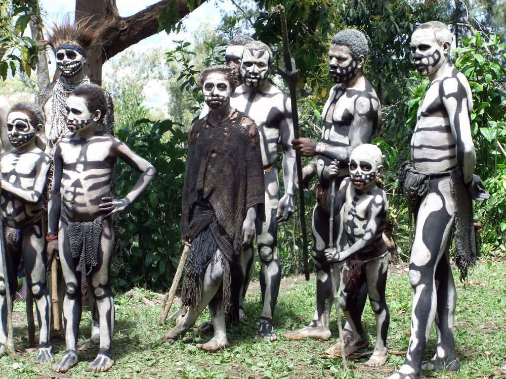 Human Cannibalism and Head Hunting in Papua New Guinea | Doovi  |Real Cannibal Tribes