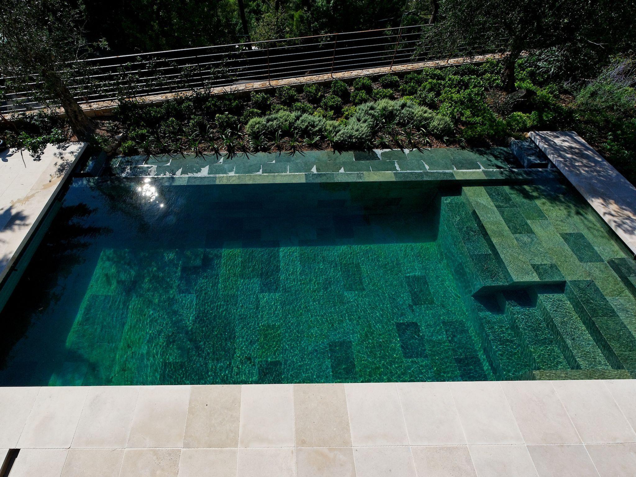 Le d bordement par l 39 esprit piscine 8 x 3 5 m rev tement for Piscine coque acrylique