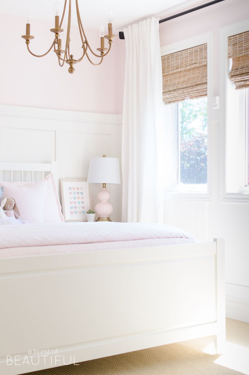 Sweet Pink and White Little Girlu0027s Bedroom