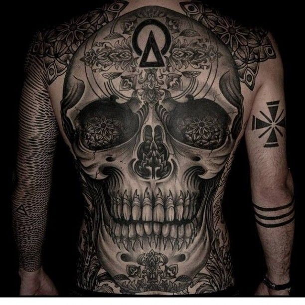 totenkopf r cken tattoo horror pinterest tattoos and body art. Black Bedroom Furniture Sets. Home Design Ideas
