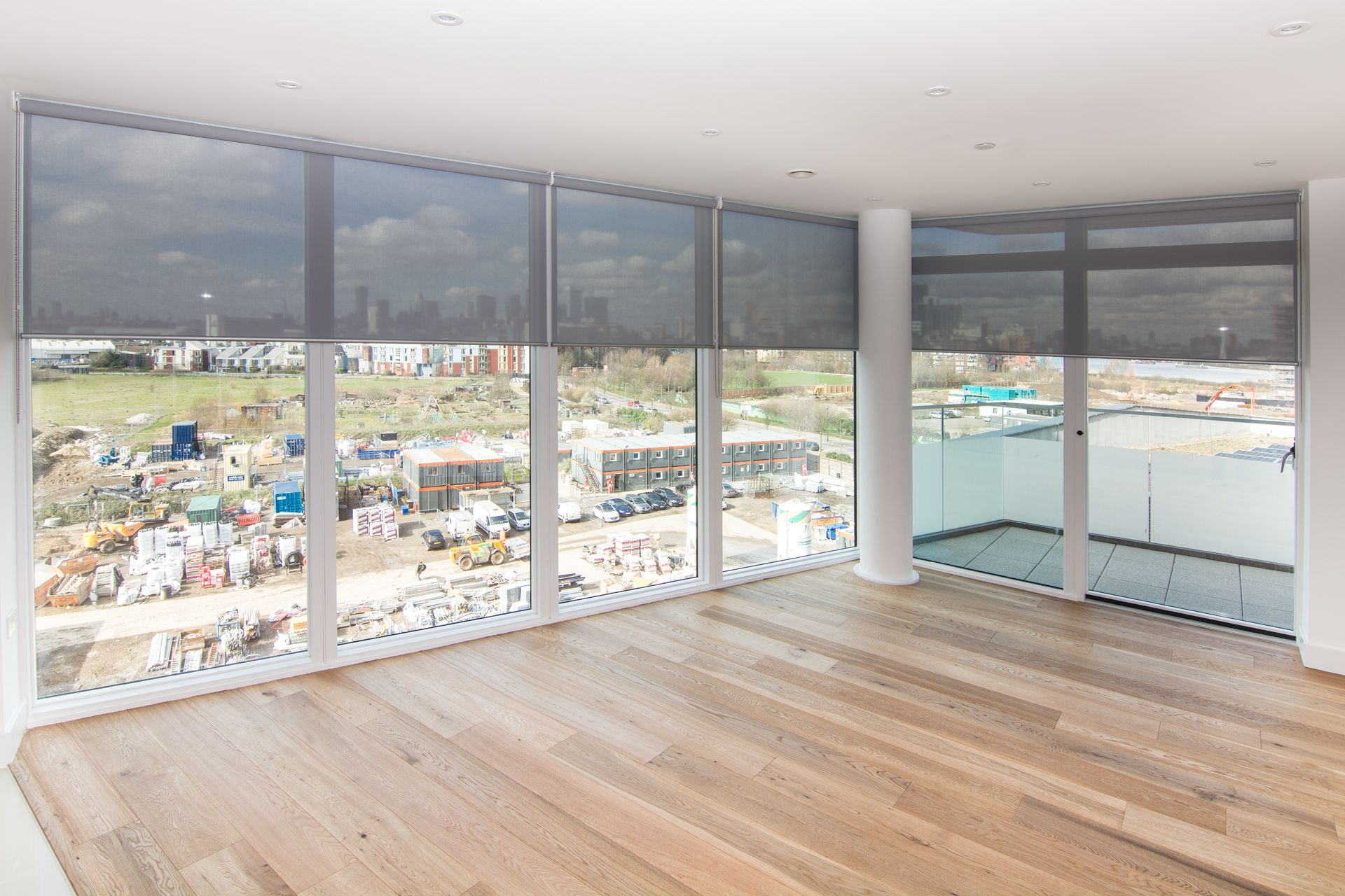 Sunscreen Roller Blinds For Floor To Ceiling Windows In New Apartment In Greenwich On The Thames River Floor To Ceiling Windows House Blinds Electric Blinds