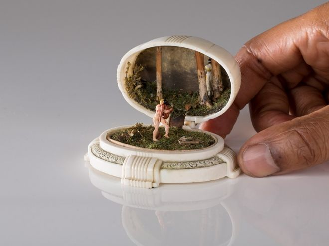 Jewellery boxes that open to reveal miniature people and tiny painted scenes | TALWST