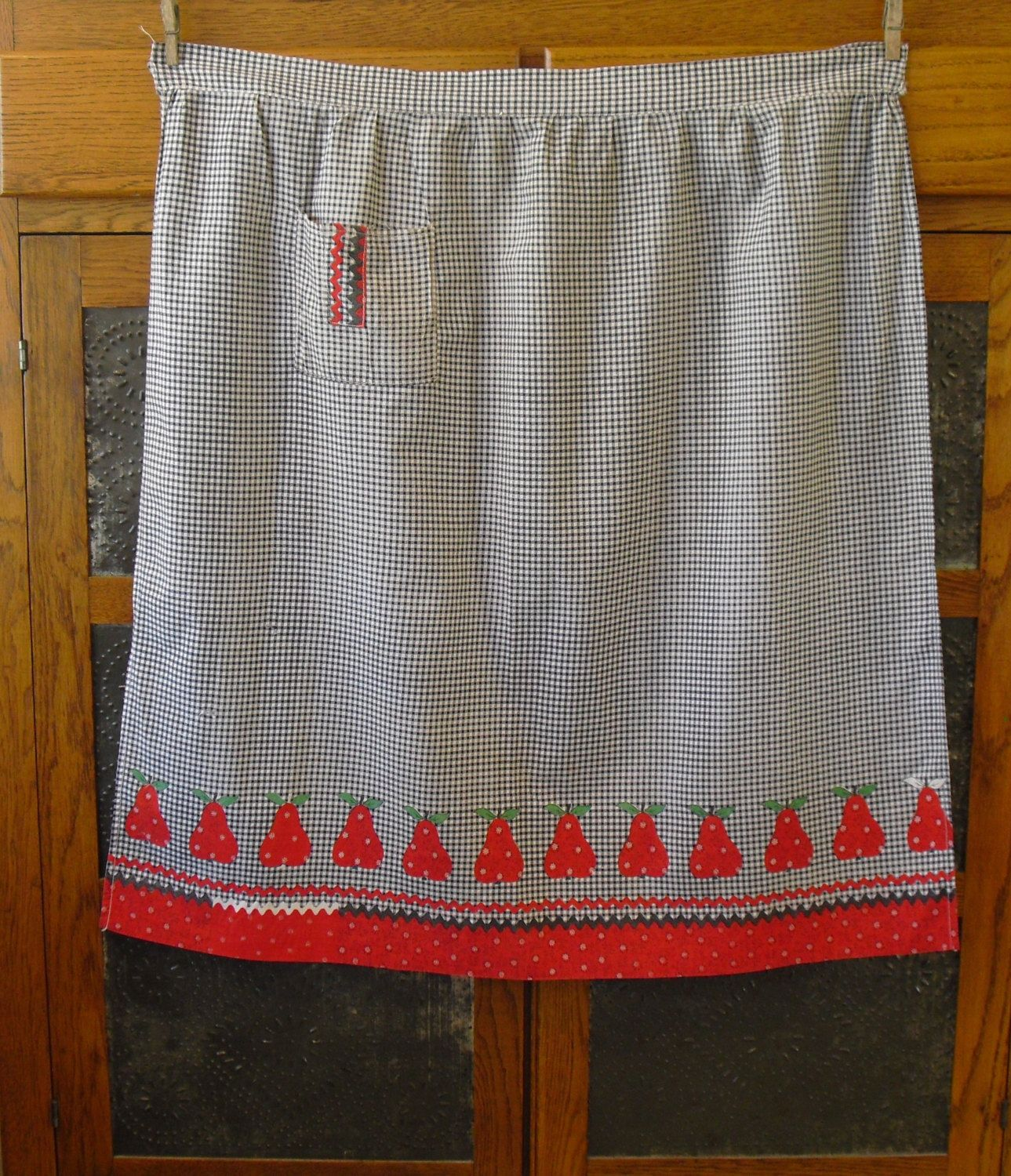 White half apron with pockets - Vintage Black And White Gingham Half Apron With Red Pears Flat Waist Pocket