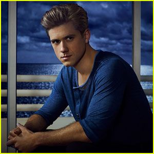Check out our brand new interview with 'Graceland' star Aaron Tveit!