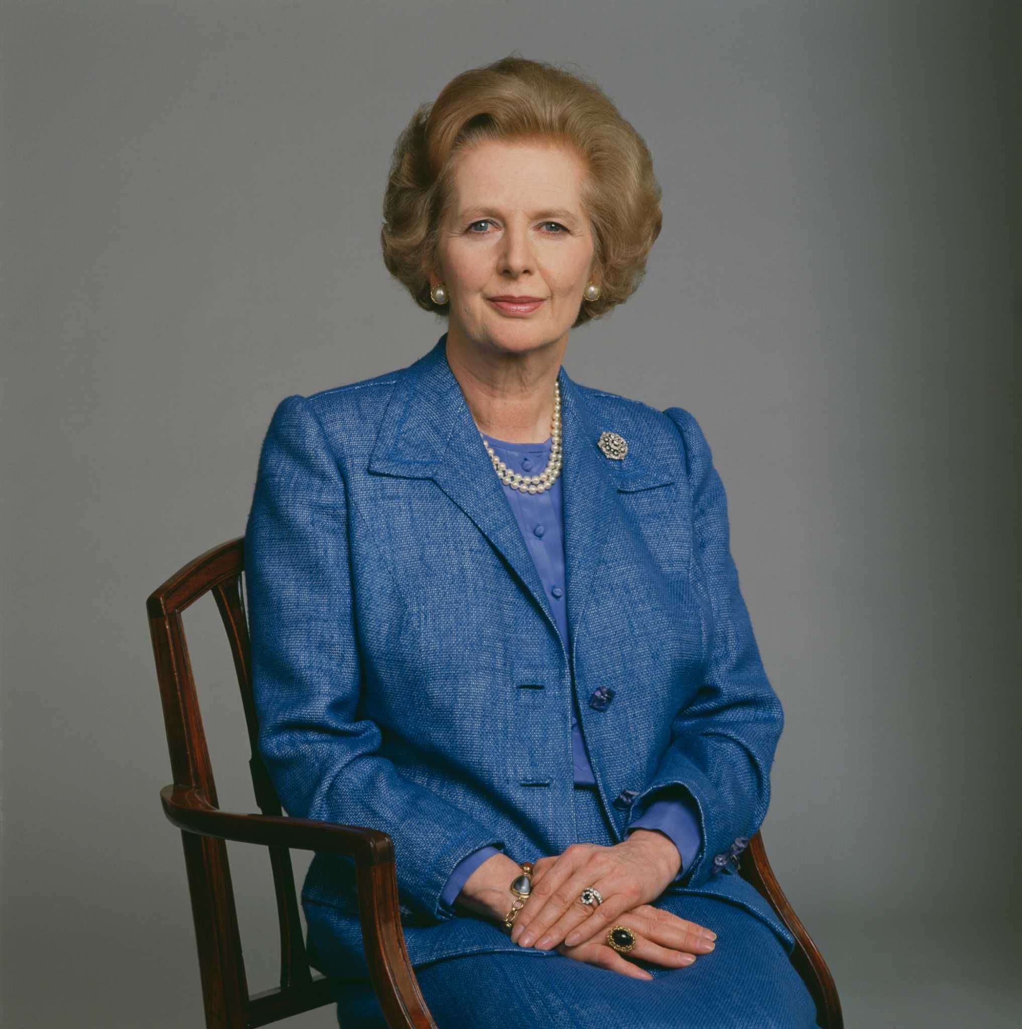 buying margaret thatchersttle bus - HD 2034×2048