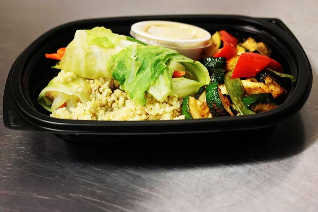 Rouleaux végé avec humus maison . Un repas végétarien à essayer ! 😍 . www.lafourchetteremplie.com ....