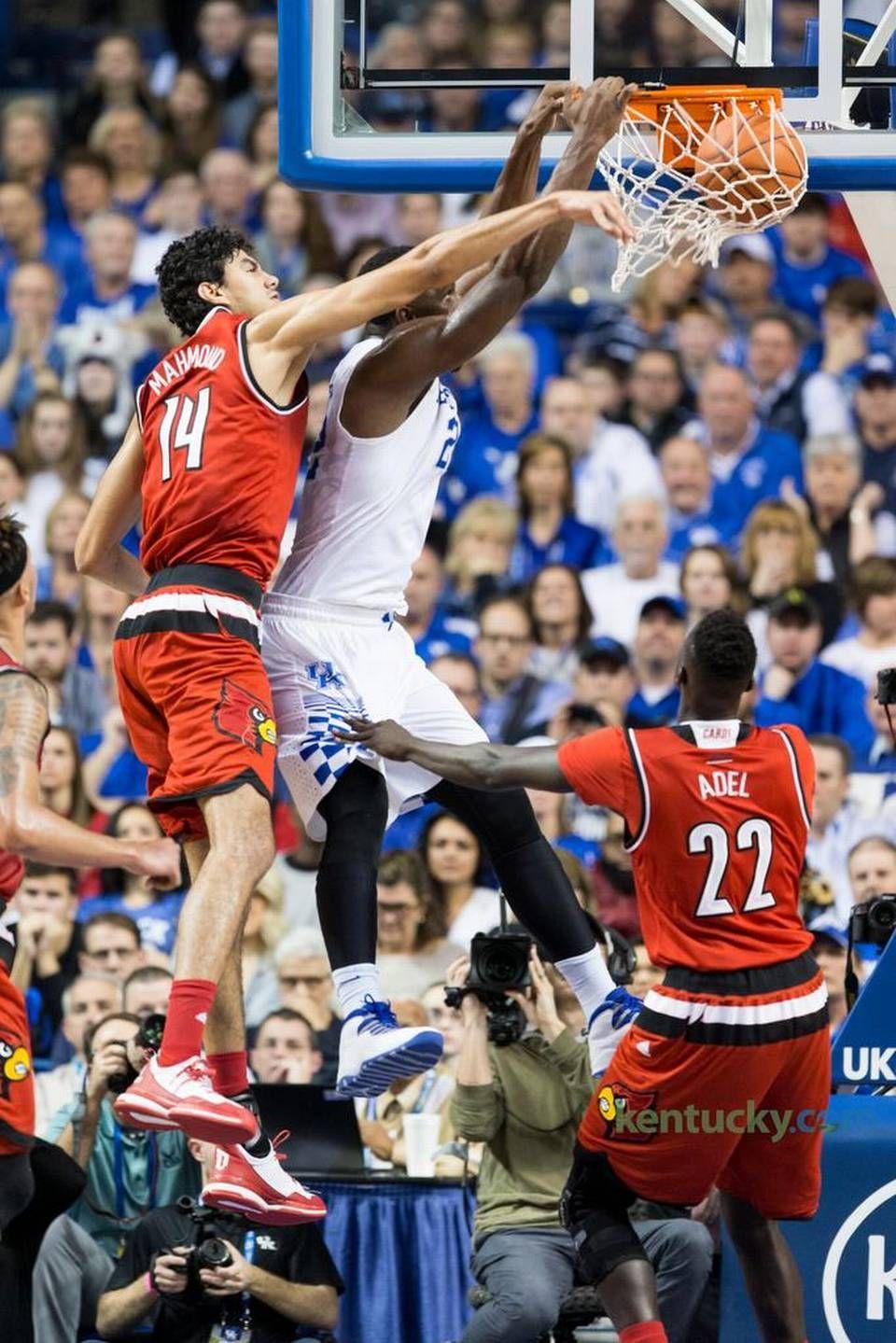 Kentucky forward Alex Poythress, center, dunks over