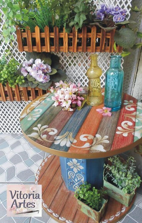 Repurposed Wooden Cable Spool Table #cablespooltables