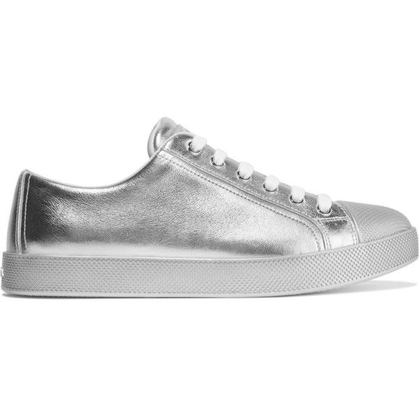 Prada Metallic textured-leather sneakers (1.400 BRL) ❤ liked on Polyvore featuring shoes, sneakers, silver, laced sneakers, lacing sneakers, lace up sneakers, laced up shoes and prada trainers