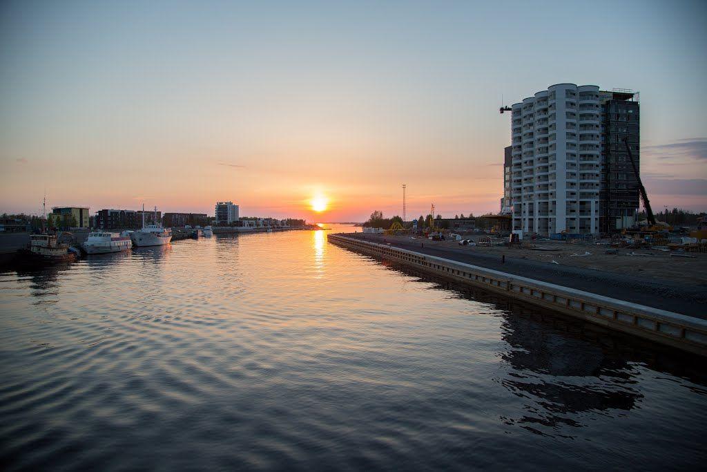 Sunset in Toppilansalmi seen from Möljän silta, Oulu Finland - photo Kimmo Lahti
