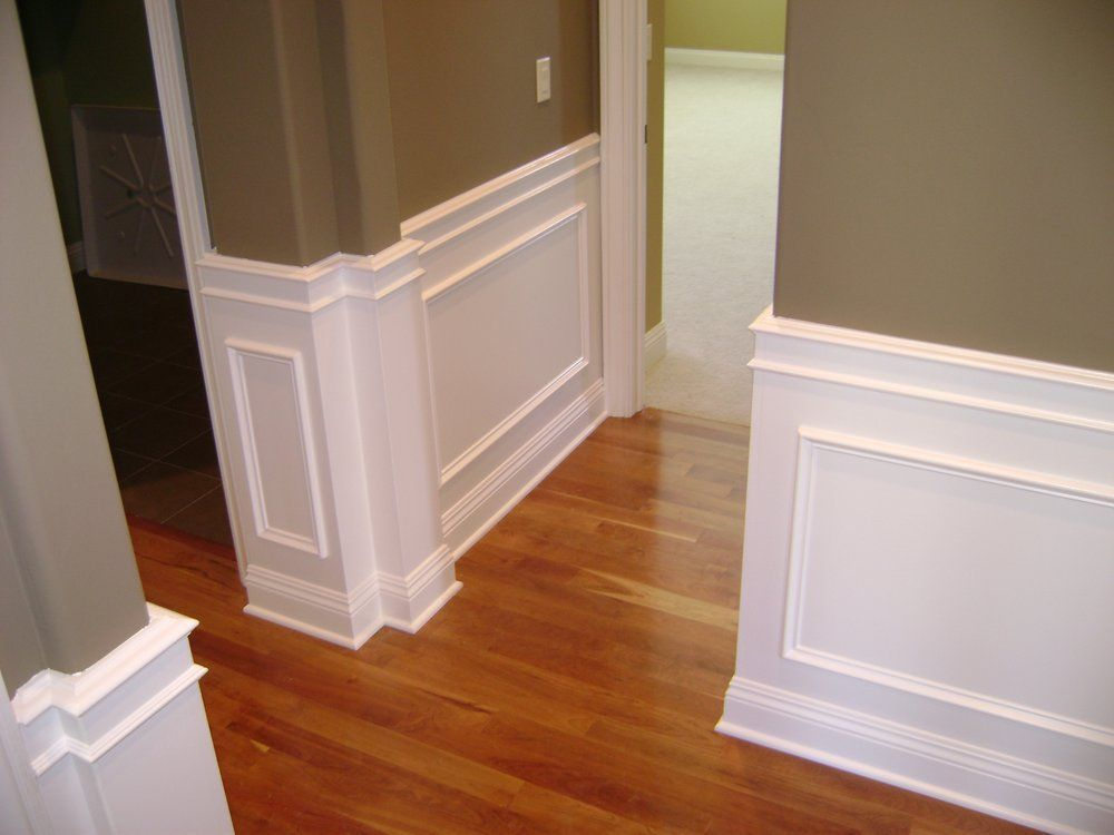 Wainscoting In Dining Room Also Topper On Window And Boards Around Horizontalwainscotin Dining Room Wainscoting Beadboard Wainscoting Wainscoting Styles
