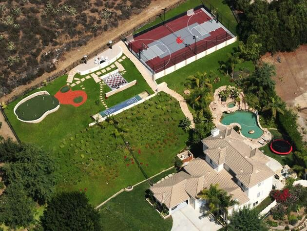 I WANT THIS YARD!!   Backyard house, Backyard, Build your ...