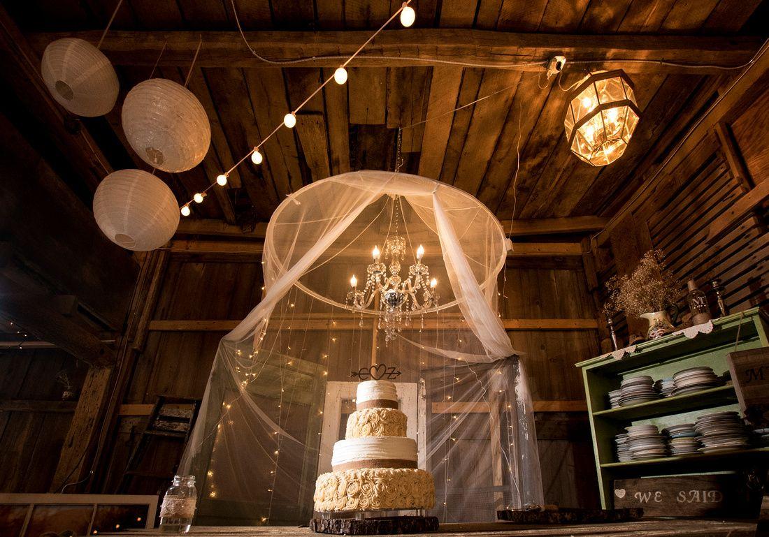 weddingcake-megscountrycelebrations-barnwedding-chandelier-decorations-photographybysarahcrail