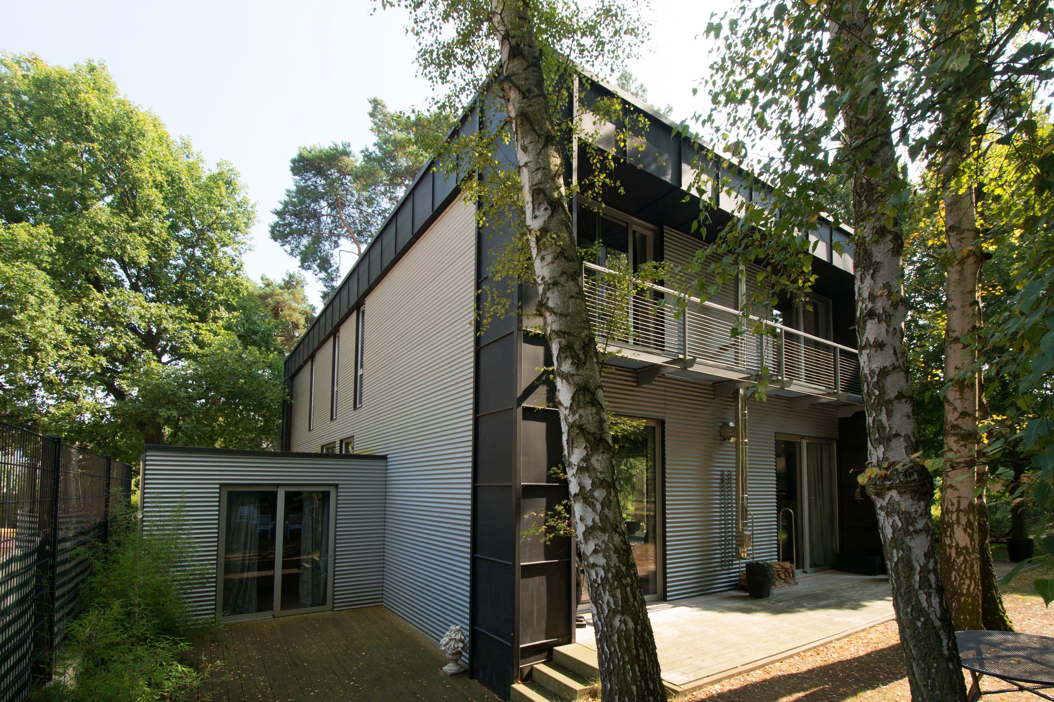 Awesome Rückansicht Haus Aus Stahl Holz Und Stein