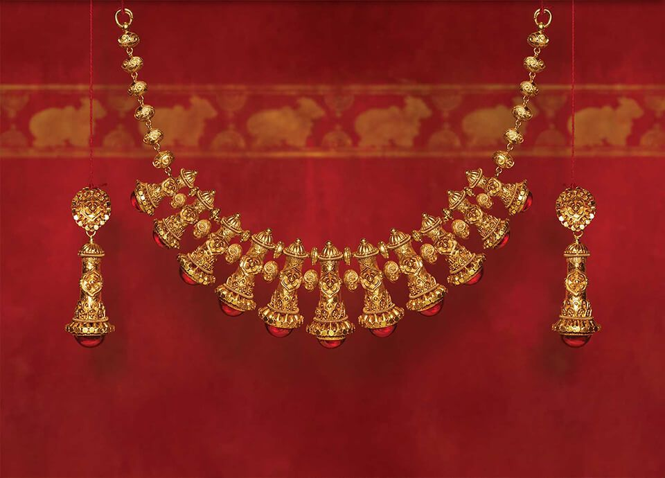 Tanishq S Diwali Offering Shubham Is A Range Of Stunning Gold Jewellery With Intricate D Fine Gold Jewelry Gold Jewellery Design Necklaces Gold Pearl Jewelry