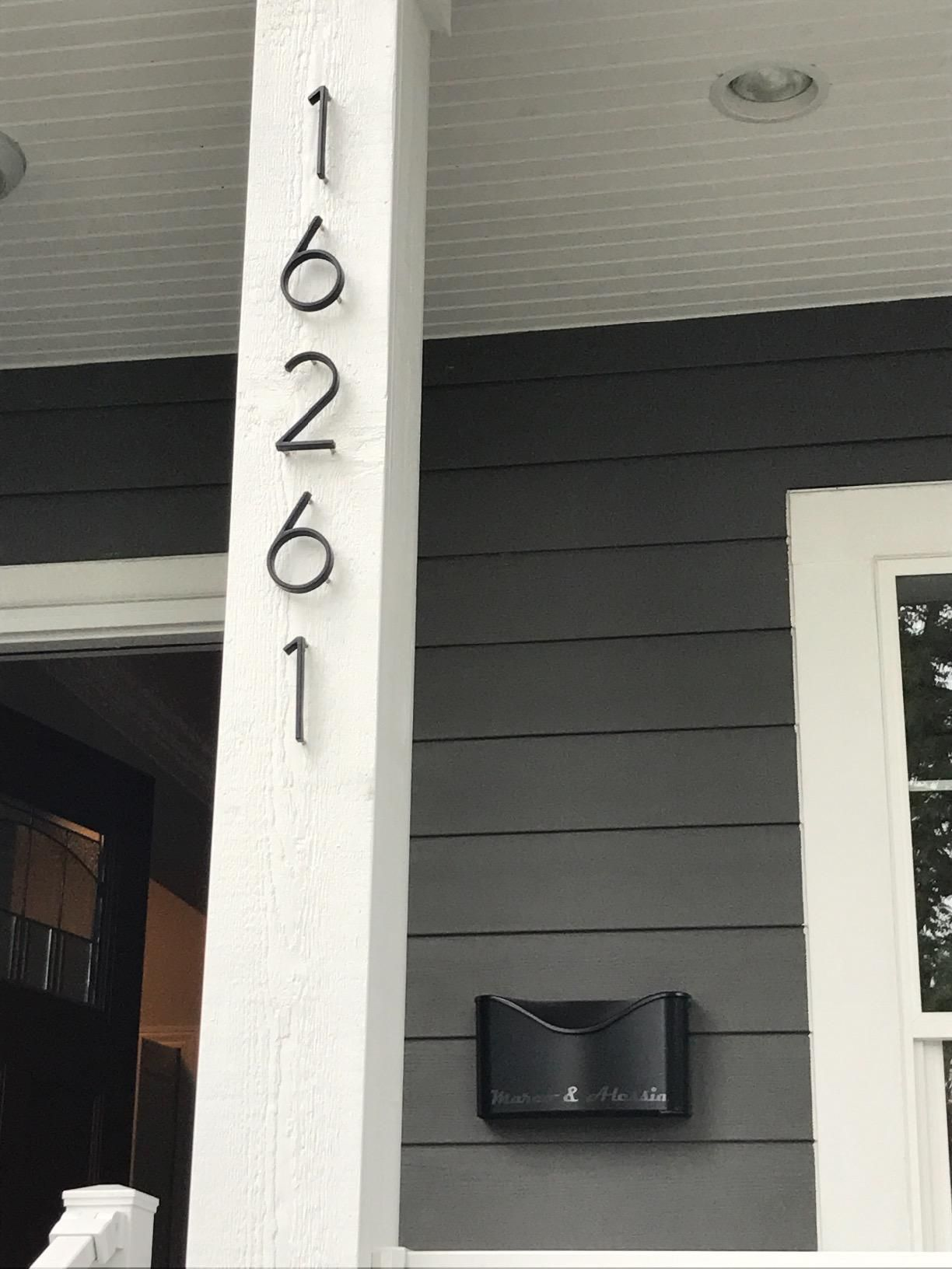 House Numbers Vertically On The Porch Post Mailbox Mounted Next To The Door Vinyl Siding Vinyl House Porch Mailbox