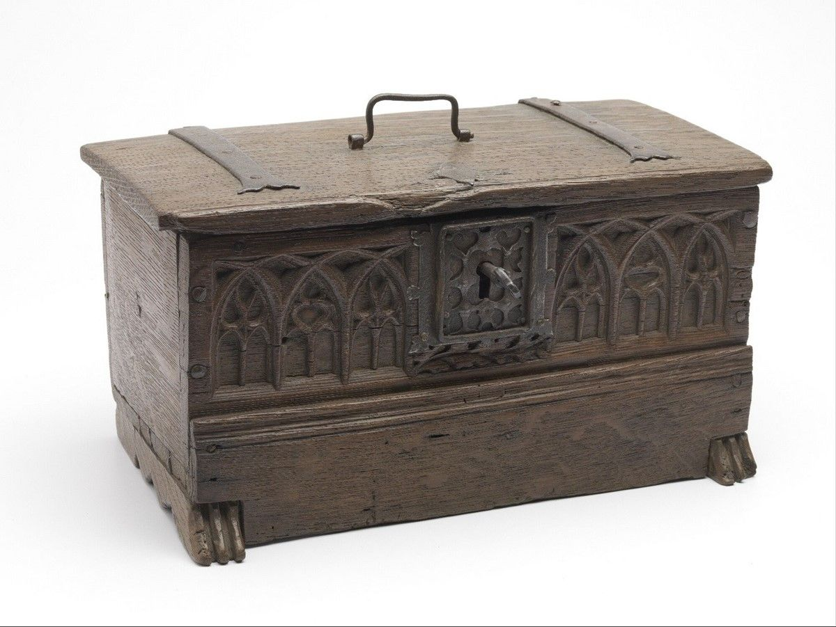 storage chest 1400-1500 Dimensions h. 17 x w. 18.5 x l.  sc 1 st  Pinterest & storage chest 1400-1500 Dimensions h. 17 x w. 18.5 x l. 32 cm ...