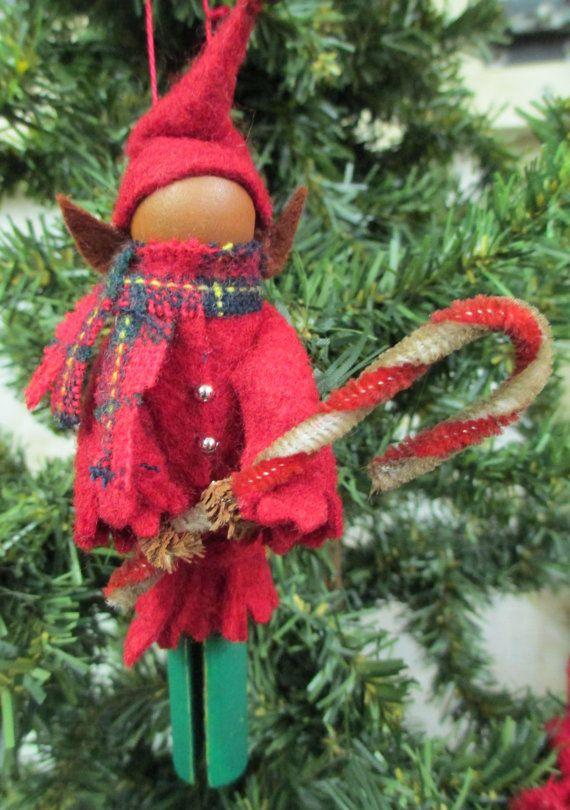 Ornamento di Natale elfo molletta rosso di ModerationCorner