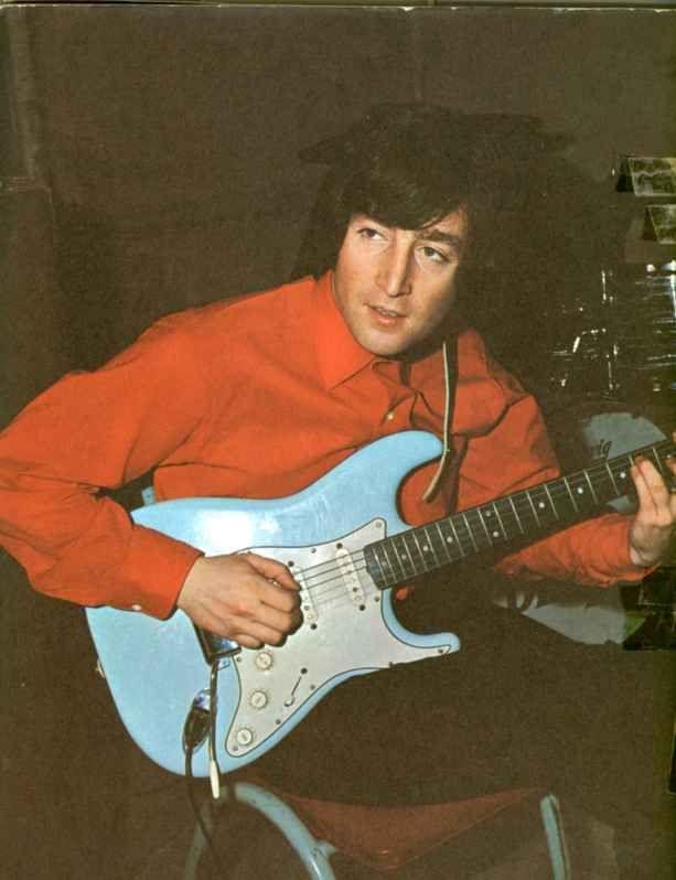 John Lennon with his fender Stratocaster in the sonic blue finish | Beatles photos, The beatles, Beatles john
