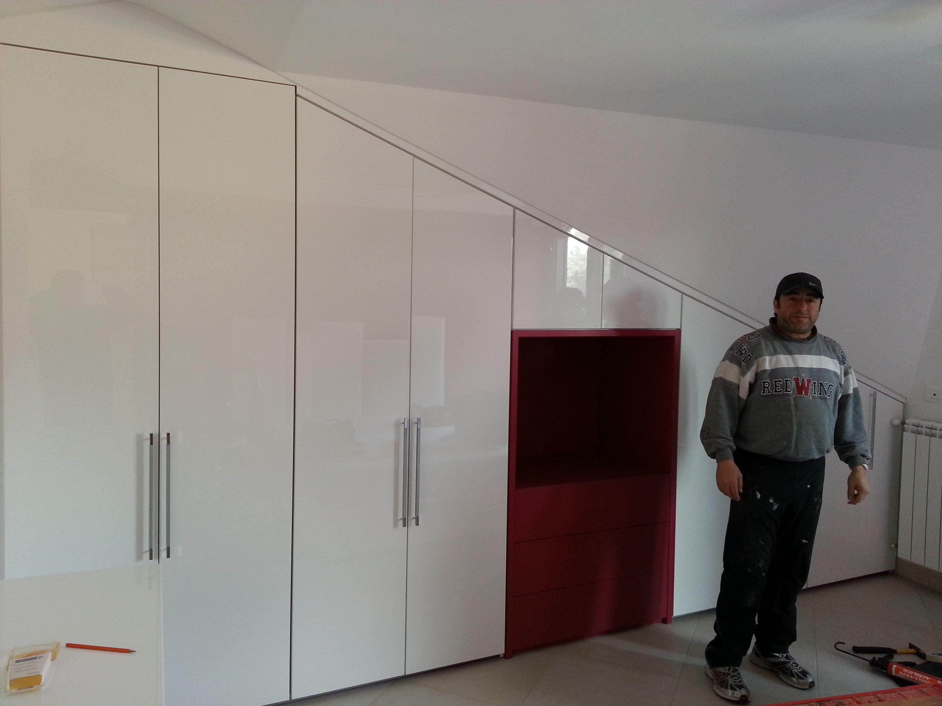 Un armadio su misura, realizzato per una mansarda a Roma. | Armadi ...