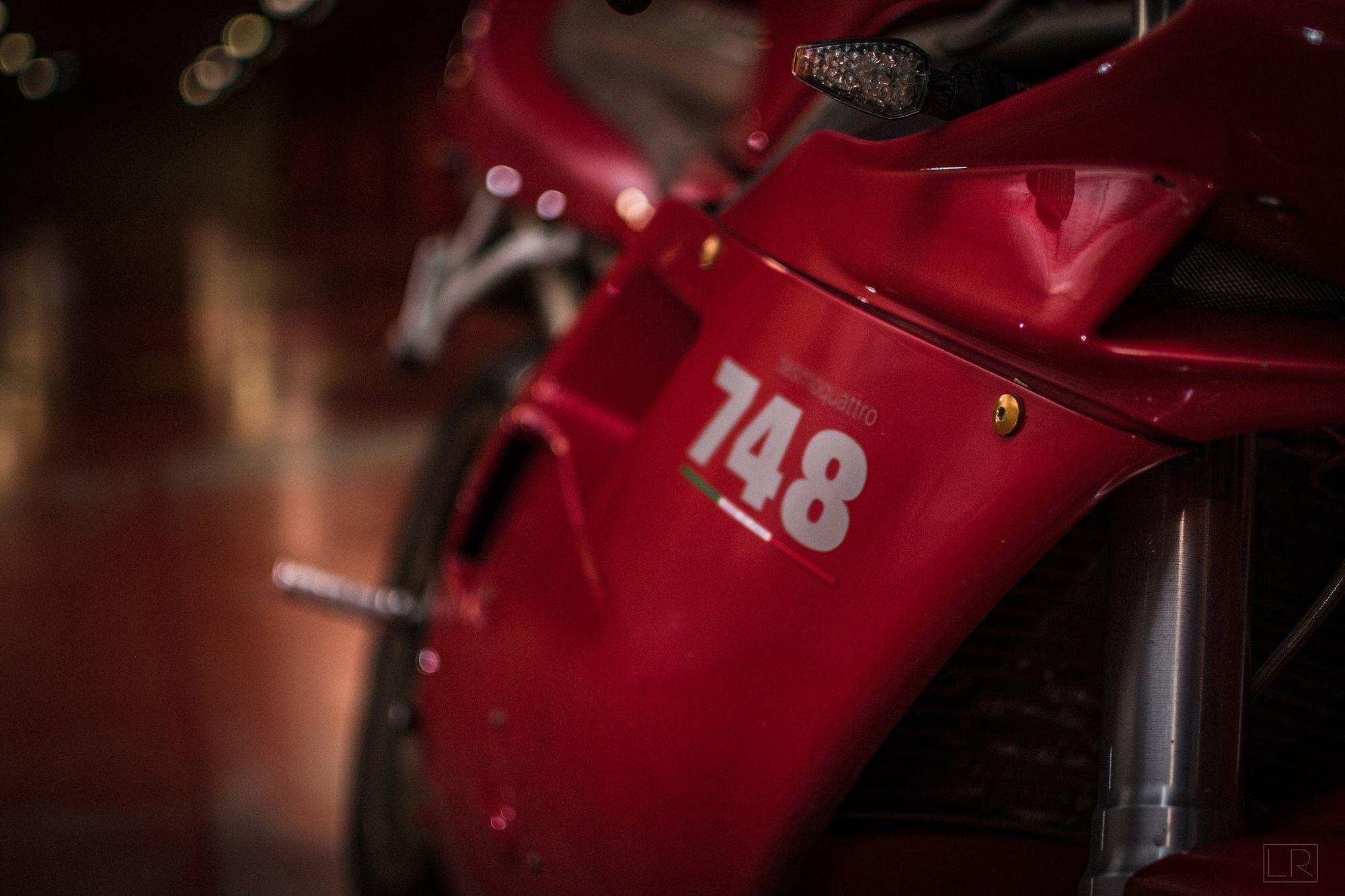 Ducati 748 Gallsourcecom Ducati 916 Ducati 748