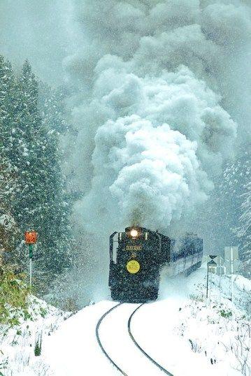 Foto de tren en la nieve