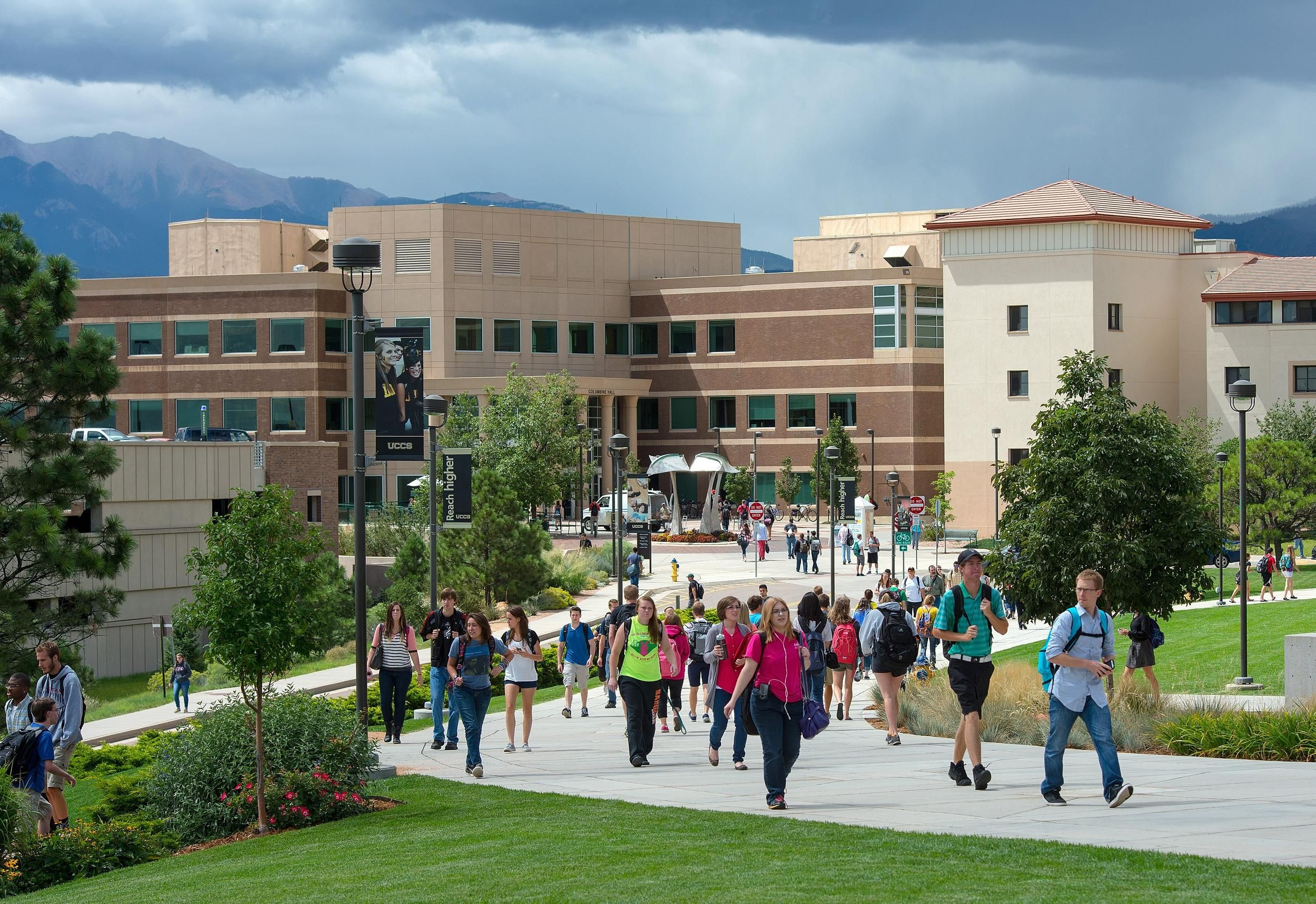 Heading Back to School? Travel Tips for College Families