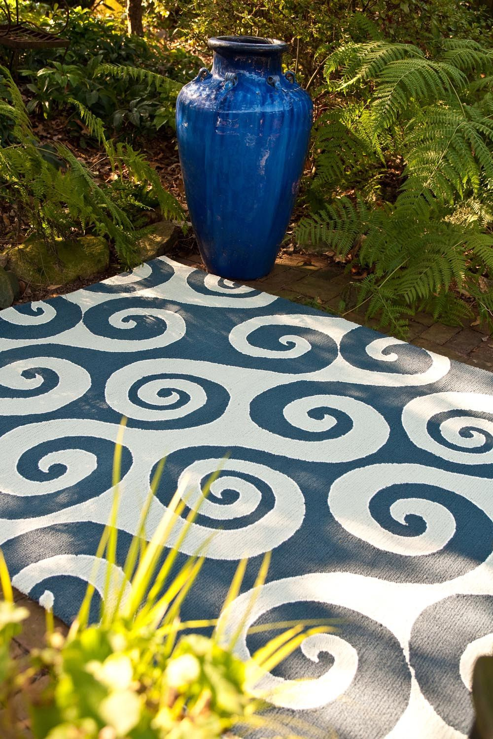 Coastal I O CI04 Wave Hello Dark Blue Rug